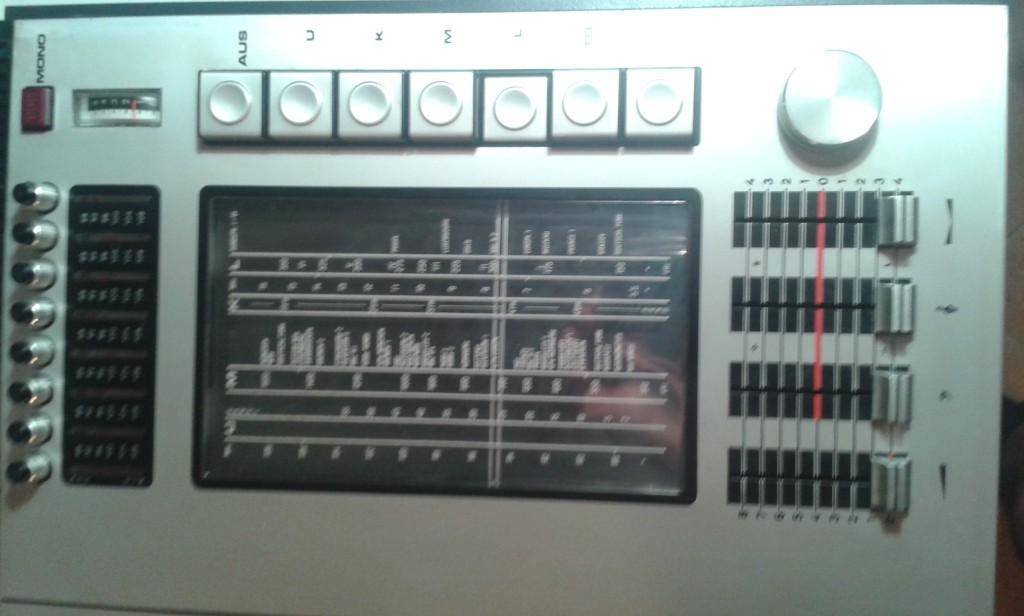 05 particolare radio
