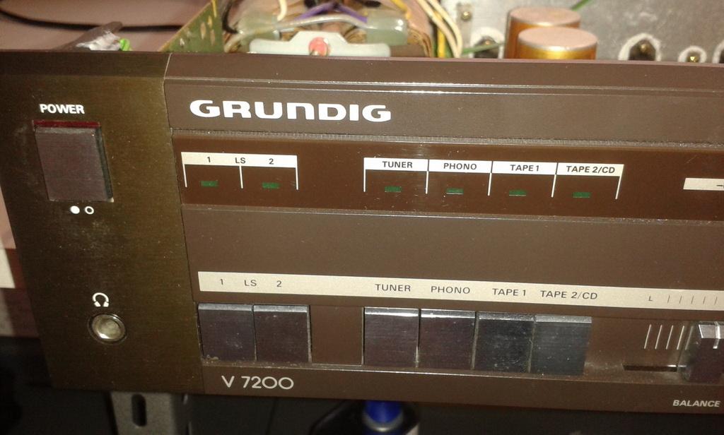 Grundig V7200