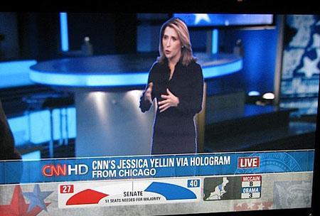 Una giornalista in esterni il cui ologramma appare all'interno dello studio TV