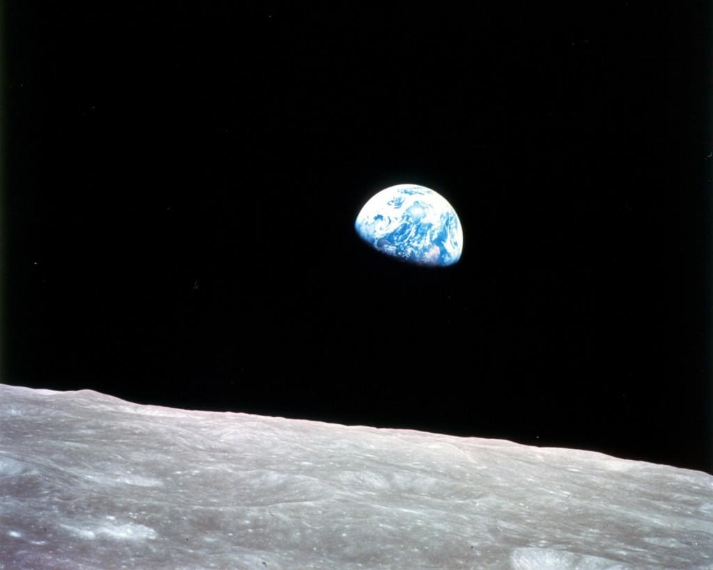 L'alba della Terra vista dalla Luna