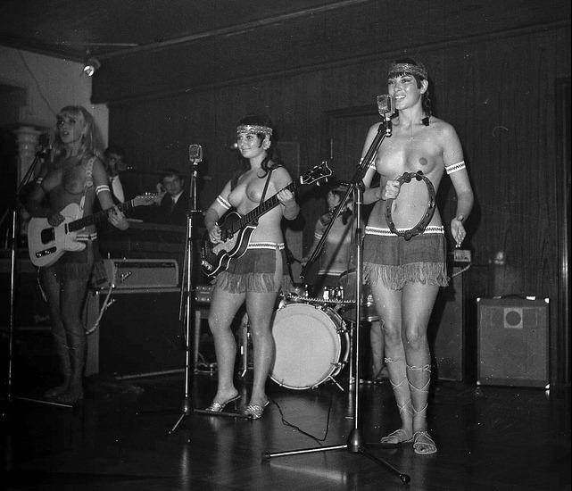 LADYBIRDS IN TOPLESS 1968