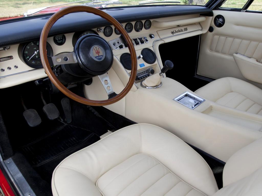 """L'interno e gli """"orologi"""" della Maserati Ghibli"""