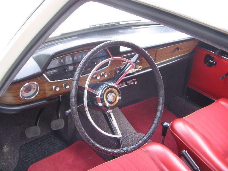 GLAS 1700 TS interno rosso - digrande effetto con l'esterno panna - cortesia di forum.bmw-02-club.de
